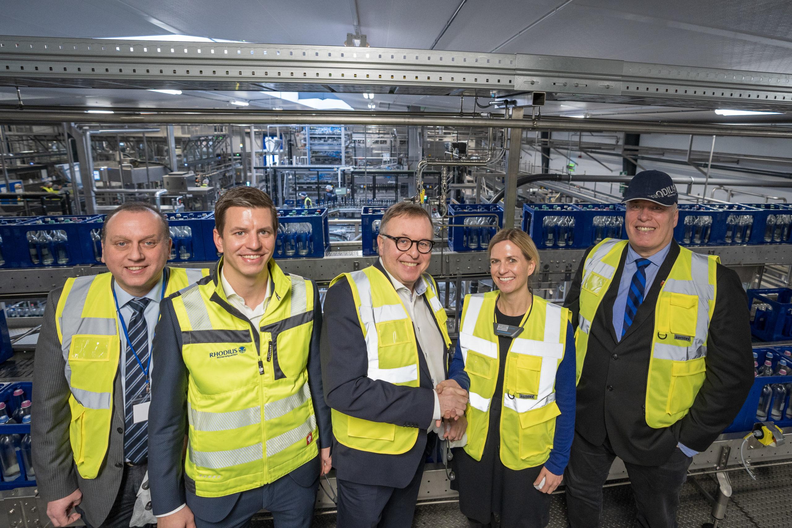 RHODIUS Mineralquellen investiert in die Zukunft: 15 Mio. € für neue Glas-Mehrweganlage am Standort Burgbrohl 50% mehr Leistung bei 40% weniger Energieverbrauch